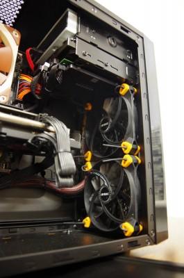 Rubber fan screws helping reduce vibration.